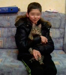кот спаситель, спас мальчика от холода
